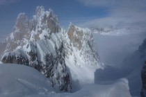 Frisch verschneite Felsen, Pulverschnee für die Abfahrt...