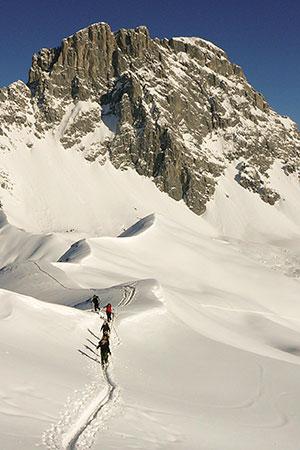 Aufstieg zum Schafberg, im Hintergrund die Sulzfluh 2828m