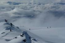 Giilavarri 1163m: Bei der Überschreitung hatten wir ein tolles Wolkenspiel und super Schnee…