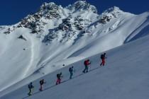 Aufstieg zum Store Kagtinden, der Gipfelaufbau beeindruckte mit großen Formationen von Anraum