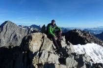 Gipfel um 7 Uhr 40, Blick zur Barre des Ecrins 4102m (links), rechts am Bildrand der Mt. Blanc.