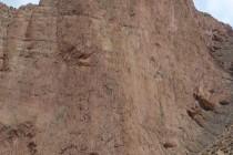 """Mittig die Linie der """"Baraka"""" am Oujdad. 15 Seillängen, 600m mit Schwierigkeiten bis 7b (6c,A0)"""