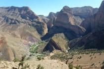 Das Berberdorf Taghia liegt auf 1900m, unter dem mächtigen Oujdad 2685m