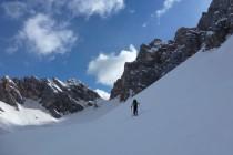 Der Aufstieg zur Cima di Forca Rossa 2737m beginnt relativ einfach vom Parkplatz am Staulanzapass.