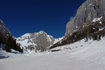 Zum Monte la Banca 2875m gehts von der Malga Ciapela über eine Steilstufe ins Ombrettatal unter der Marmolada Südwand.