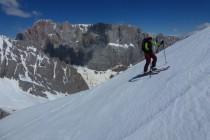 Kurz vor dem Gipfel des Monte la Banca: Gigantischer Ausblick auf die 800m hohe Südwand der Marmolada. Auch deswegen so interessant, wenn man selbst schon durch die Wand geklettert ist...