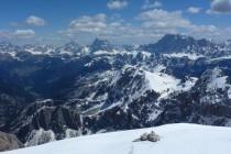 Blick Richtung Osten zur Civetta, zum Monte Pelmo, Antelao und Sorapis (v.r.n.l.).