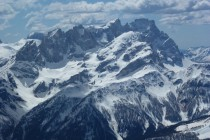 Im Süden die Pala, vorgelagert die Cima Mulaz, deren Scharte wir im März mit Ski erreich haben.