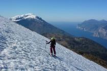 Bei bestem Wetter auf den Monte Stivo 2059m über dem Gardasee. Im Hintergrund der Monte Altissimo.