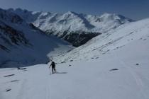Am Glockhauser 3021m hatten wir nochmals schönes Wetter. Im untersten Teil mussten wir wegen Schneemangel die Ski fünf Minuten tragen. Ost- und Südseitig war es schon firnig,...