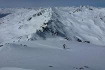 ...nordseitig lag noch Pulverschnee. Blick vom Glockhauser nach Westen Richtung Silvretta.