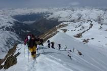 Für die letzten Meter zum Gipfel lässt man die Ski am Depot zurück.