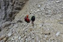 ...ans Tageslicht. Danach wartet noch ein Schotterfeld...Vorsichtig ging's Richtung Gipfel. Wieder ein herrlicher Tag in den Dolomiten...