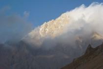 Demirkazik 3756m, einer der höchsten Berge rundum. Die 650m hohe Ostwand lockt mit einer 8a (7b obl.)