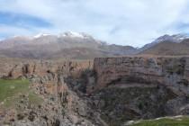 Der Kazikli Cayon, im Hintergrund die 3000er des Aladaglar Gebirge