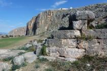Von Adana erreicht man die Klettergebiete Anavarza (oben) und Cakit Canyon.