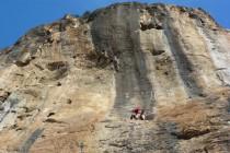 Super rauher Fels in den Sektoren des Klettergebietes Anavarza