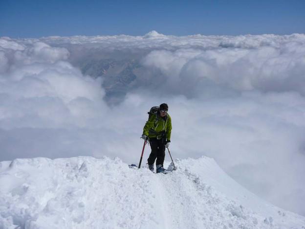 Kurz vor dem Gipfel des Piz Palü über dem Wolkenmeer.