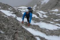 Der nächtliche Schneefall am Piz Pordoi machte uns keine größeren Probleme…Die ersten 8 Seillängen waren trocken im besten Fels.