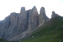 Die Sellatürme, in der Mitte die Nordkante des 2. Sellaturm mit der Kasnapoff - Führe, 11 SL, 4 - 5.Grad.