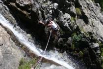"""Die """"Cascade Blue"""" 6a, 8 SL. Der Wasserfall muss überklettert werden…"""