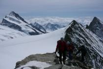 ...auf das Gr. Fiescherhorn 4049m. Danach noch Aufstieg zur Mönchsjochhütte 3657m.