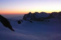 Sonnenaufgang vor der Mönchsjochhütte