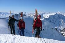 Wieder einmal gigantische Aussicht am Mittaghorn 3895m nach Aufstieg von der Hollandiahütte 3238m. Die Abfahrt über den...