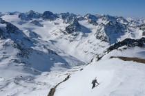 Die letzten Meter südseitig auf die Schnapfenspitze 3219m. Im Hintergrund der Piz Buin 3312m und links die Jamtalspitzen.