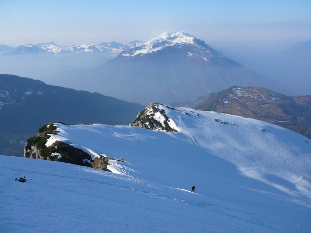 Im Aufstieg zum Monte Stivo 2059m, im Hintergrund der Monte Altissimo.