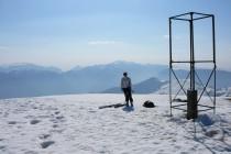 Eva am Gipfel des Monte Altissimo 2079m, schöne Aussicht auch zum Gardasee.