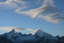 Föhnwolken über dem Zinalrothorn und dem Weisshorn.