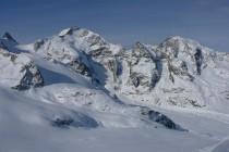…Piz Bernina 4047m mit Biancograt von der Diavolezza, Ausgangspunkt zur Gemsfreiheit, Mitte links am Bildrand.