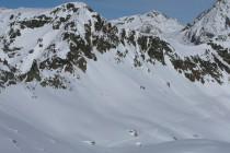 Während des Aufstiegs zum Lagrev, links der Coluonnas. Robert und Horst (Punkte in Bildmitte) schon im Aufstieg zur Fuorcla Lagrev.