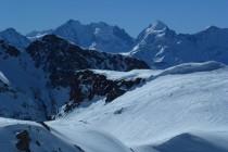 Blick zum Biancograt und Piz Bernina 4047m, im Profil rechts die NO-Wand des Piz Roseg 3937m.
