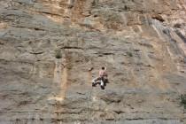 Im Sektor Hot Rock klettert man oft an Tropflöchern und...