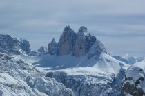 Kurz vor dem Gipfel öffnet sich der Blick zu den Drei Zinnen