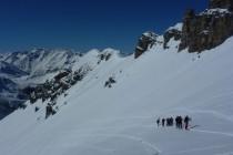 Die Gruppe meines Kollegen Jochen Hollfelder im Aufstieg zum Piz Vallatscha 3021m.