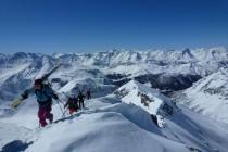 ...mit kurzer Skitragestrecke.