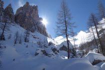 Auf dem Weg zur Lastoi de Formin geht die Sonne hinter der Croda di Lago auf...
