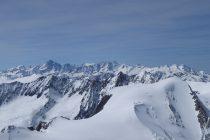 Blick vom Sustenhorn zum Finsteraarhorn